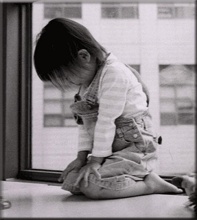 kneeling-prayer-of-kid-1